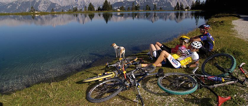 Austria_Austrian-Tyrol_Seefeld_Lake-cyclists.jpg